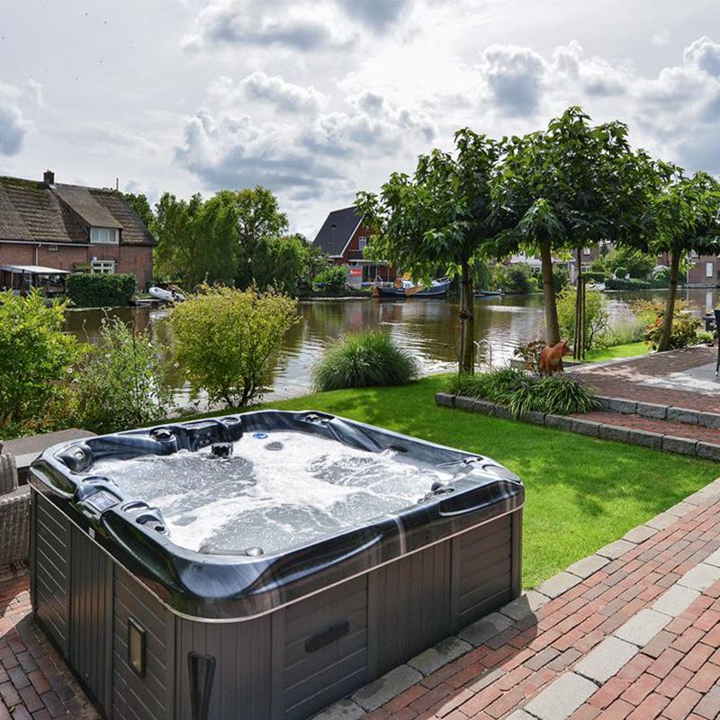 Exclusieve tuin aan het water